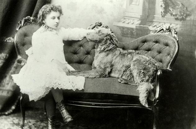Hellen Keller com seu Cachorro